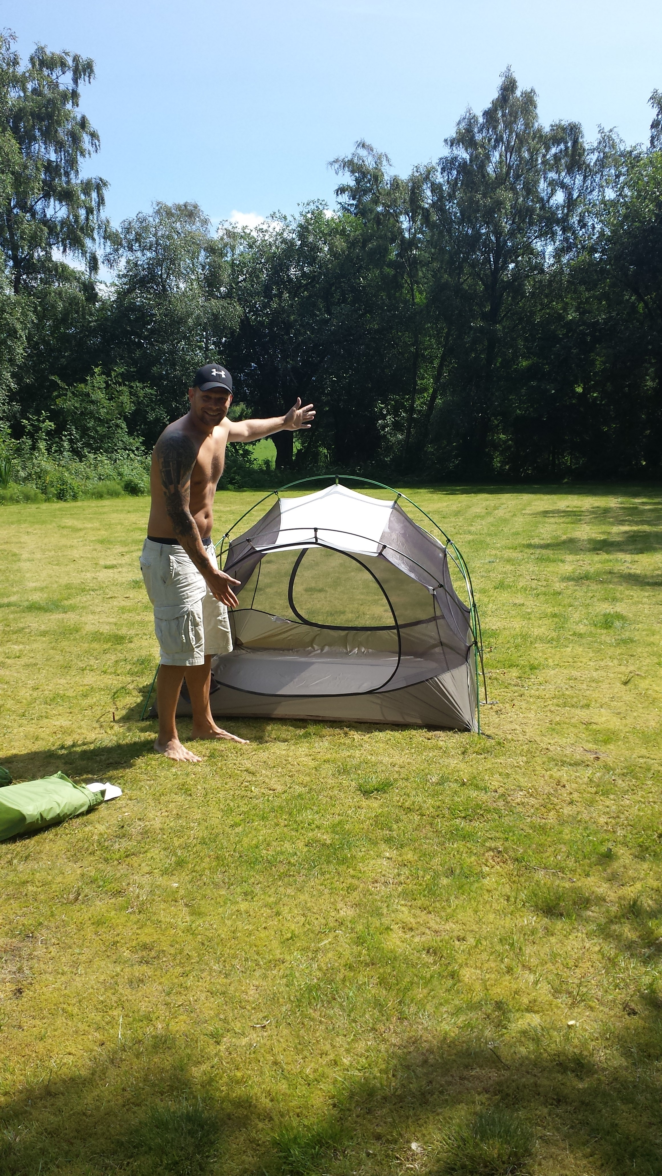 Bug net / inner tent setup in 2 chakes -) & MSR Mutha Hubba. The tent bought and tested..   Gorilladays